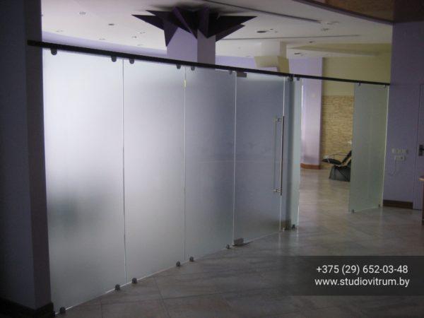 dsb 8 600x450 - Двери стеклянные распашные, маятниковые без коробки